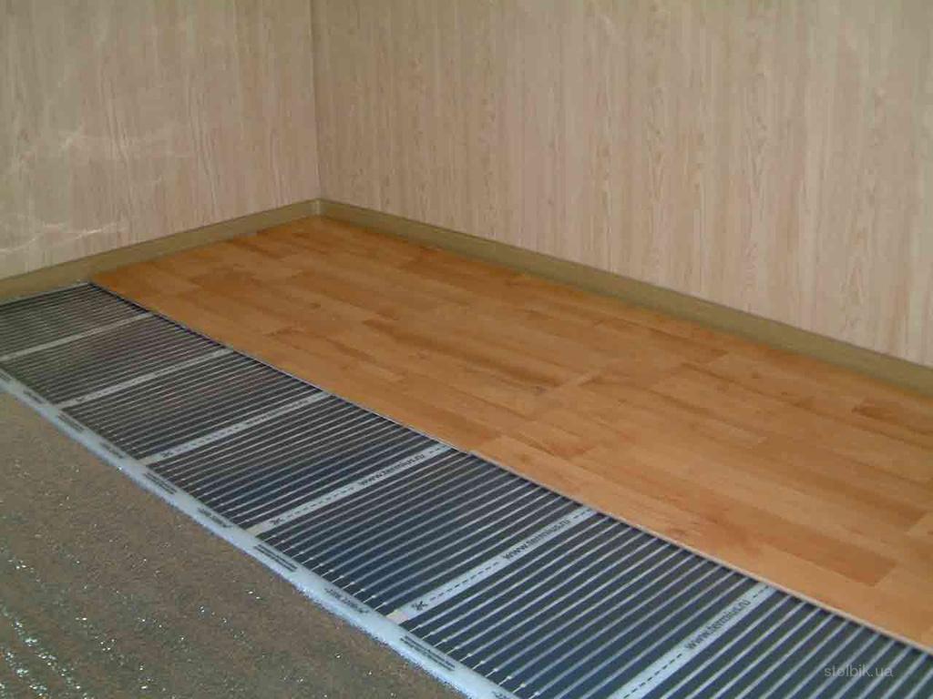 Laminaat Over Tegels : Infrarood warme vloer onder de elektrische tegel. materialen en